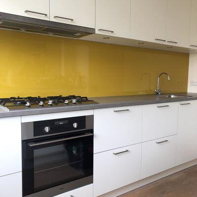 Skräddarsydd väggplatta till köket