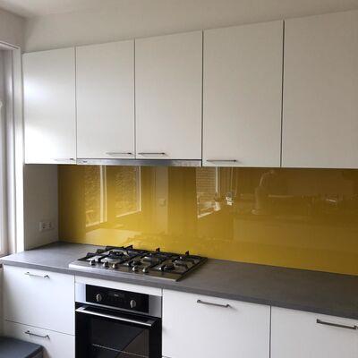 Skräddarsydd väggplatta till köket - färg